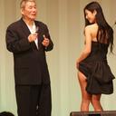 【東京スポーツ映画大賞】これはエロい! 壇蜜の身体にビートたけしが「コー○ン」と落書き!!