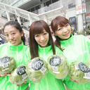 新宿駅前レタスジャック!? 新宿駅前でいい感じのお姉さんたちがレタスを配っていた!