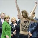 さすがは元KGB!? 裸の美女の襲撃にもご満悦のプーチン大統領
