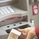 銀行ATMの手数料って一体なんのためにある? みずほ銀行に直撃してみた