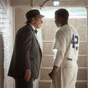 """""""人種差別""""の壁に挑んだ男たちの実録ドラマ! 背番号が与える重みと力『42 世界を変えた男』"""