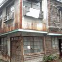 """「朽ち果てた放置空き屋に誰かがいる!?」東京・足立区に""""廃屋シェアハウス""""があった!"""
