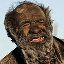 """60年間お風呂に入っていない男! 糞タバコ、髪焼き・・・""""極""""フリースタイルな生活とは?"""