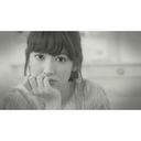AKB48小嶋陽菜、セクシー衣装でベッドシーン 友情出演でLUHICA新曲MVに