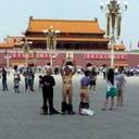 【画像あり】地方政府の無法ぶりを知らしめた、中国・天安門「全裸老婆テロ」