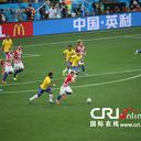 サッカーW杯で目にする、漢字オンリーのフィールド看板「中国・英利」って何?