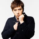 """AKB48前田敦子と""""交際中""""の歌舞伎俳優・尾上松也とキスしたラジオプロデューサー、過去にも既婚男性と……"""