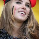 W杯モデルデビューの「かわいすぎる」ベルギーサポーター、タレント事務所の仕掛けだったことが判明