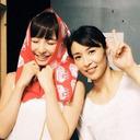 """元AKB48""""ファッションリーダー""""篠田麻里子は、なぜ集合写真で「笑いながら目を閉じる」のか"""