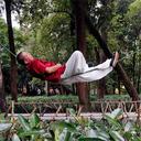 【中国奇人伝】末期がんも克服!? 1本のロープ上に寝そべる武術の達人が話題に!