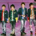 嵐、AKB48に楽曲提供の作曲家が逮捕 音楽家の逮捕による「CD回収」の基準とは?