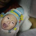 「赤ちゃん売ります!」生活に困窮した母親が、実の子どもを路上でたたき売り……