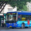 運転手を小便&使用済み生理用ナプキンで攻撃! バスに閉じ込められた粗暴犯男女が悪あがき