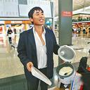 中国版『ターミナル』!? 搭乗便に乗り遅れた男性が、香港空港内で3日間自炊生活
