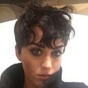ケイティ・ペリーがショートカットに髪をバッサリ!
