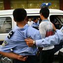 """本物の制服がネットオークションで買える!? 中国で急増する""""偽警察官""""の犯罪"""