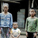 中国農村に住む孤児が書いた作文に、全人民が号泣!「両親が死に、幼い弟を連れて登校……」
