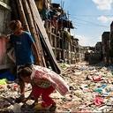 「フィリピンの墓場村」に潜入取材! 若きカメラマンが見たとてつもなく奇妙なスラム街の実態とは?