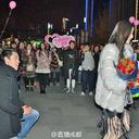 """美談かヤラセか……公開プロポーズを拒否された中国人男性に、宝石店が""""大きなダイヤの指輪""""を贈呈"""