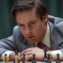 """実在した""""神の一手""""天才チェスプレイヤーを、トビー・マグワイアが好演!『完全なるチェックメイト』"""