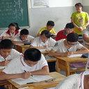 「集中しすぎて気づかなかった!?」期末試験中に教師が急死! そのとき、生徒たちが取った驚きの行動とは
