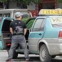 """所構わず「ジャー!」 タクシー運転手による信号待ち中の""""立ちション""""が中国で社会問題に"""