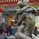 公園に「男女結合彫像」、小学校トイレに「過激性教育ポスター」 中国の性教育が暴走中!