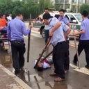 """""""制服を着たチンピラ""""城管が中国各地で凶暴化! 屋台店主をこん棒でメッタ打ちに"""