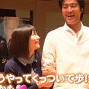 竹達彩奈のおっぱいが桐谷健太の腕に……!?  「桐谷健太そこ変われ」「俺だってあやちとデートしたい」と声オタ阿鼻叫喚