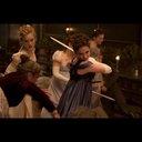 リリー・ジェームズ主演『高慢と偏見とゾンビ』9月より公開 ゾンビと戦う中で芽生える愛を描く