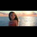 『モアナと伝説の海』2017年3月に公開、海に選ばれた少女・モアナを捉えたポスターも
