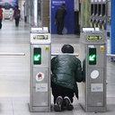 無法地帯化するソウル地下鉄……駅員への暴行、不正乗車が止まらない!