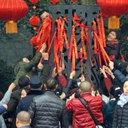 """10日がかりの""""おもてなし""""が一瞬で台無しに……中国人観光客が春節初日に縁起物を集団略奪!"""