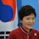 「俺は救世主だ!」朴槿恵前大統領自宅前で全裸男が大暴れ、混迷する韓国社会救済を叫ぶ