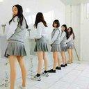 男子トイレに侵入し、ミニスカで立ちション! 女子大生の悪ふざけ卒業写真に批判集まる
