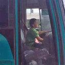 アウトローすぎる9歳児現る! 大型バスを窃盗・40分間ドライブした上、警察署でも堂々喫煙