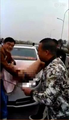 中国結婚式の下劣化が止まらない!? ブライドメイド女性への「スパンキング」を楽しむ男性参列者たちの画像3