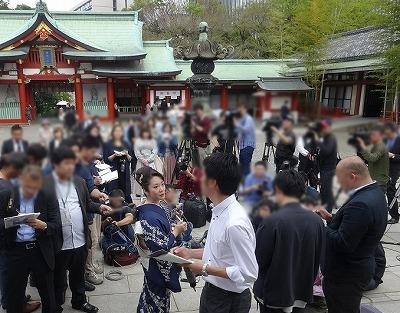 香西かおりの日枝神社ヒット祈願イベントで小競り合い……参拝客から「端っこでやれ!」の声の画像1
