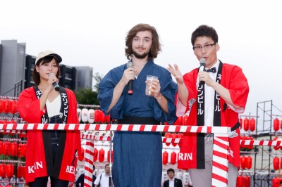 【PR】婚姻届は中野区役所に! メトロポリちゃんV、笑顔で結婚報告「東京に乾杯!」の画像6