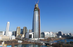 Lotte_World_Tower_under_con.jpg