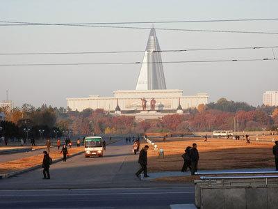 案内人に怒鳴られてもヘラヘラ!? 張成沢処刑前夜に見た、「右から左へ」しながら生き抜く北朝鮮人のメンタリティの画像1