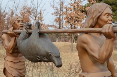 リアルすぎる原始人がウヨウヨ……「ソウル岩寺洞遺跡」の画像1