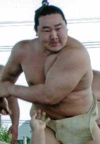 横綱昇進の稀勢の里が元・朝青龍に利用される!?「国会議員選挙を見据えて、モンゴル巡業を……」の画像1