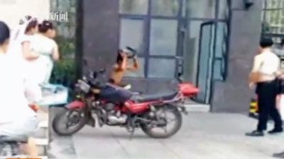 屈辱感ハンパなし! 電動バイク部品の窃盗犯に「裸スクワットの刑」の画像1