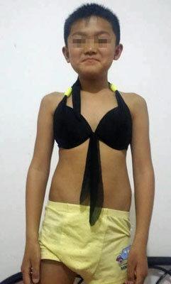衝撃! 中国で行方不明の男児、両親が警察に提出した公開写真がまさかのビキニ姿で……の画像1