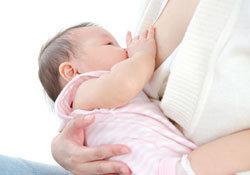 がん治療に効果てきめん!? コーヒーのミルク代わりに娘の母乳を飲む、64歳のイギリス人男性の画像1
