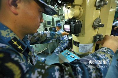 中国軍自慢の潜水艦がキヤノンの一眼レフを装備? 思わぬ軍事機密に発覚に、ネット民が大騒ぎ!の画像1