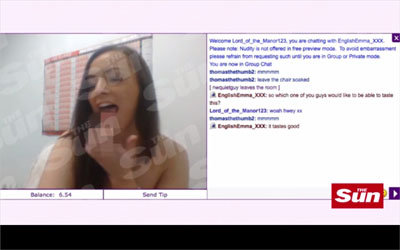豊満なおっぱいをブルブル! 女性介護士が職場からストリップショーを生配信の画像1