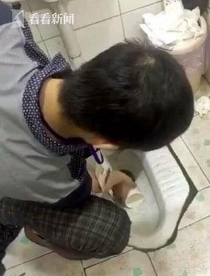 中国ブラック企業がノルマ未達成の社員に壮絶ペナルティ! 便器の水や、ミミズの丸のみを強要……の画像1