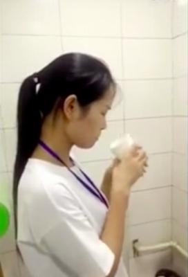 中国ブラック企業がノルマ未達成の社員に壮絶ペナルティ! 便器の水や、ミミズの丸のみを強要……の画像2